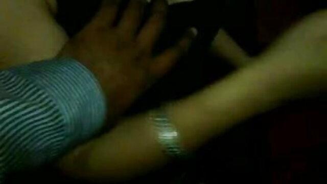 سنہرے بالوں والی ، ٹیٹو لیتا ہے خود کے ساتھ orgasm فلم سکس دختر روسی کے لئے انگلیوں